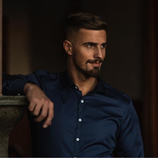 Donker hemelsblauw overhemd