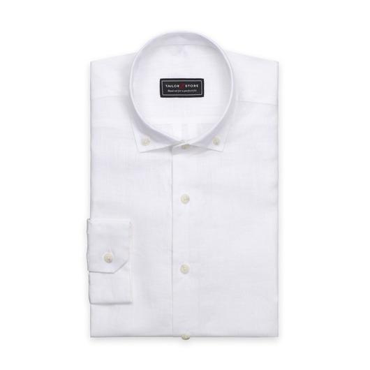 Chemise blanche en lin avec un col button-down moderne.