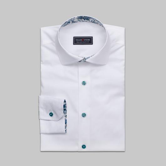 Vit skjorta med gröna knappar och kontraster i Liberty Art